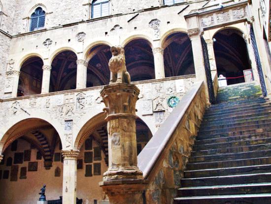 Il Bargello è il Museo di Firenze dedicato alla scultura rinascimentale, la collezione più impotante esistente, ed ha sede nel Palazzo del Podestà