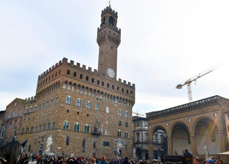 Palazzo Vecchio con la Torre di Arnolfo e la Loggia dei Lanzi.