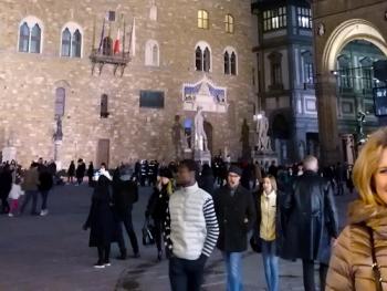 Un itinerario perfetto per visitare Firenze in mezza giornata: un giro città che va da Santa Maria Novella agli Uffizi, tra la Firenze Romana e la Firenze di Dante.