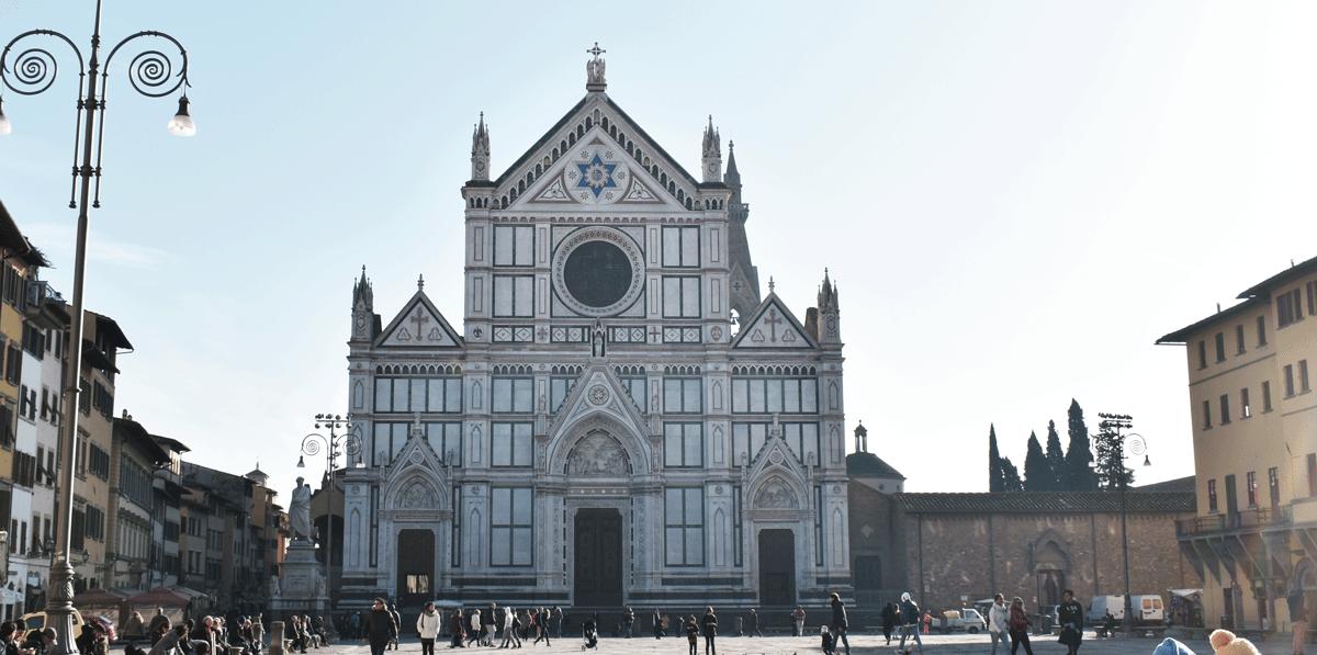 La Basilica di Santa Croce si trova nell'omonima Piazza ed è una delle chiese più importanti della città, nonché una tra le più amate dai fiorentini.