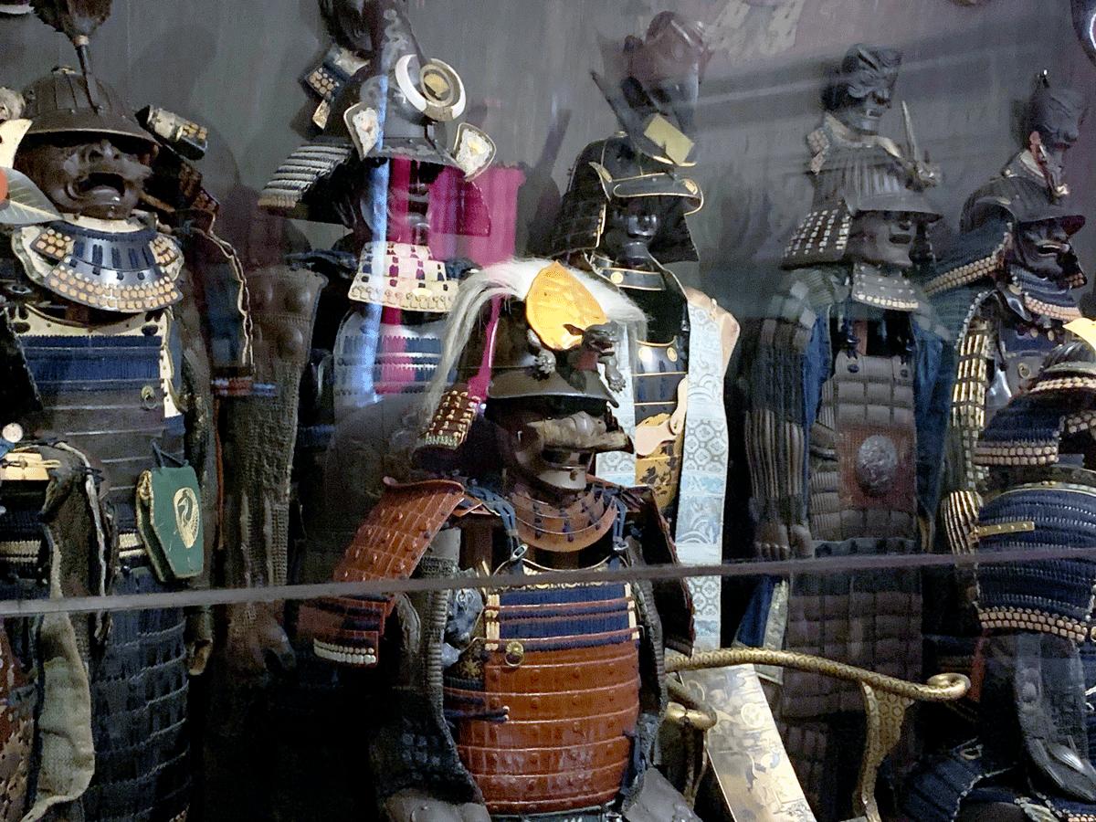 Altro luogo assolutamente unico e da visitare la Sala della Cavalcata dei Samurai, i guerrieri giapponesi. La cavalcata è composta da un arciere in posa marziale (i samurai conoscevano quest'arte) , fanti (senza cavallo) e guerrieri a cavallo.