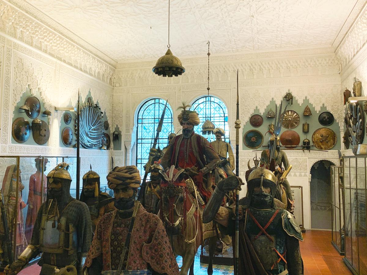 Una delle sale più particolari del Museo Stibbert è la Sala Islamica che raggruppa la collezione di armature islamiche.