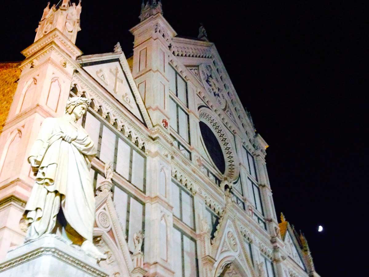 Tra i simboli della Basilica di Santa Croce anche la statua di Dante