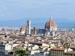 La Cattedrale di Santa Maria del Fiore rappresenta da sei secoli il cuore sacro della città di Firenze. Scopriamo insieme il Duomo, il Battistero di San Giovanni, il Campanile di Giotto ed il Grande Museo del Duomo.