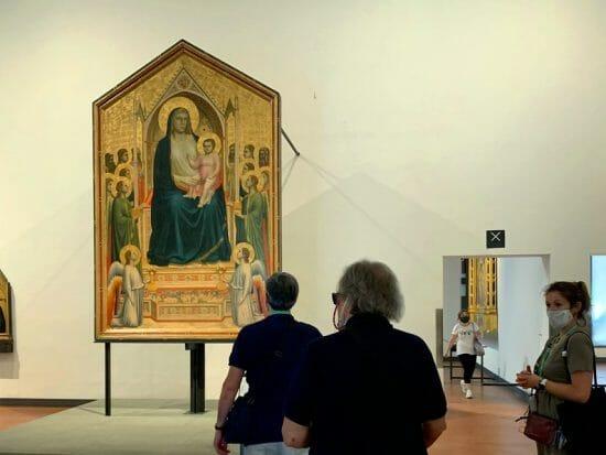 La Madonna (o Maestà) di Ognissanti, capolavoro di Giotto del 1310 conservato agli Uffizi