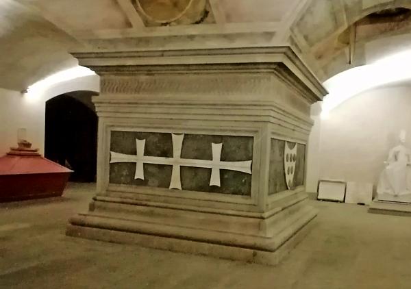 Cosimo Il Vecchio monumento funebre di Andrea del Verrocchio in San Lorenzo