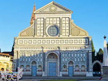 La Basilica di Santa Maria Novella ed il Convento dei Frati Domenicani si affacciano nella omonima piazza fiorentina.