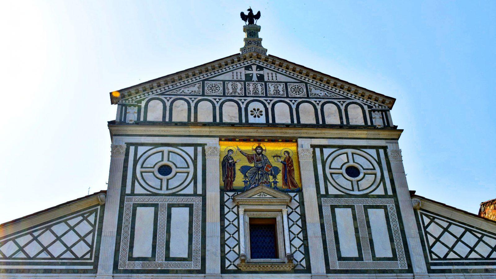 La Basilica di San Miniato al Monte è uno dei luoghi più amati dai fiorentini e dai visitatori di tutto il mondo: arte, spiritualità, storia. Un salto attraverso il tempo tra Romanico e Rinascimento.
